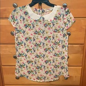 Beautiful floral blouse! By Trafaluc!
